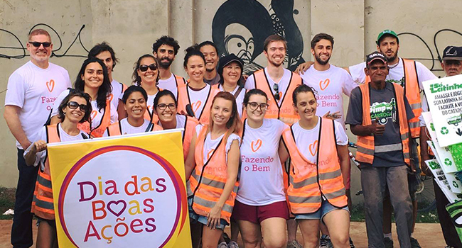 Volunteers from the first Good Deeds Day celebration in Brazil, led by Atados.