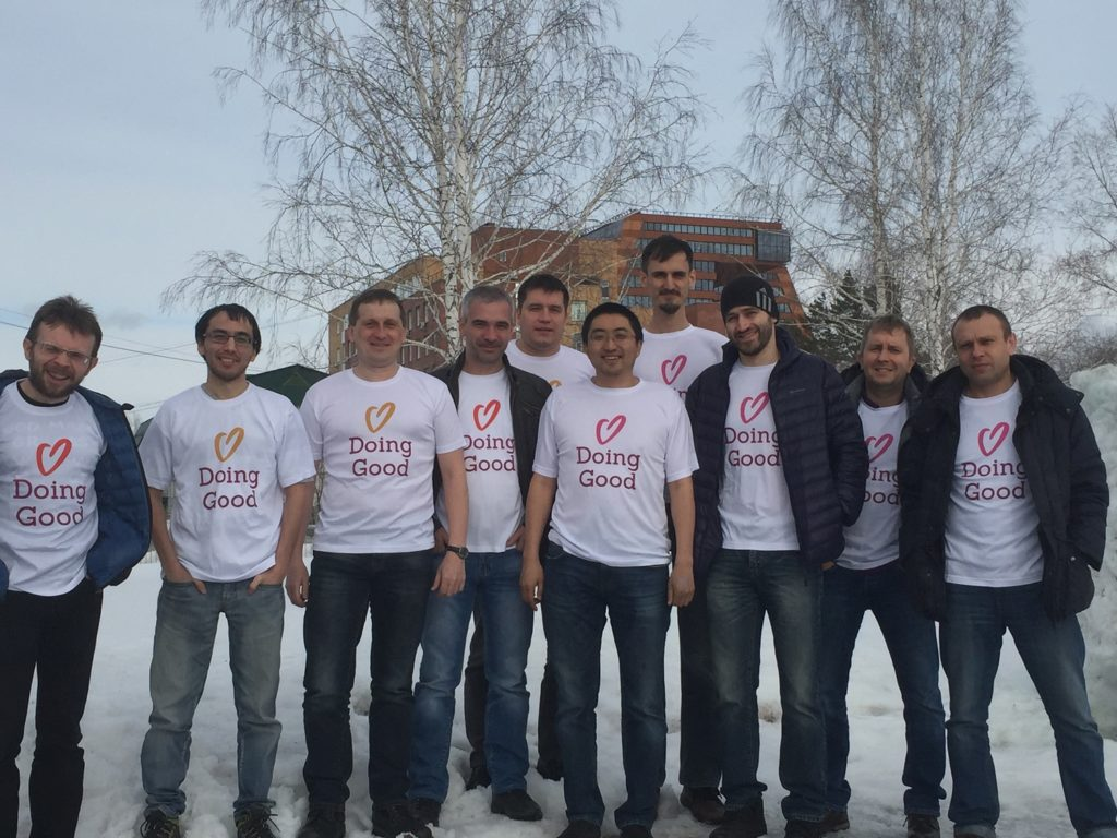PeerApp Russia volunteers give assistance to a local animal shelter.