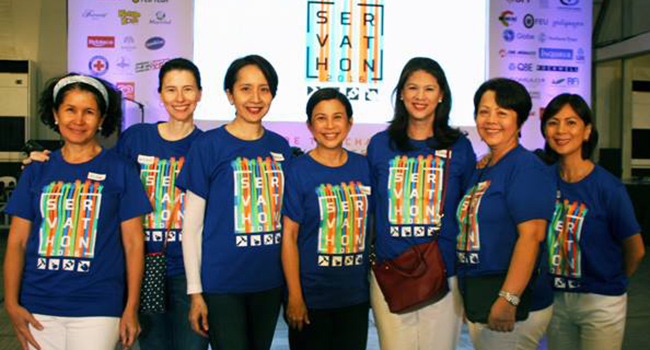 Members of the Hands On Manila board of trustees with founder Gianna Montinola (center) at the 2016 Servathon. From left: Pilar Martinez-Miranda, Nicole Olbes-Fandino, Patrice Montemayor-Tan, Gianna Montinola, Lizette Cojuangco, Alice Streegan-Cruz and Gina Africa-Aboitiz.